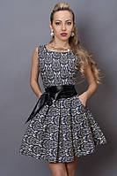 Джинсовое платье с серым орнаментом