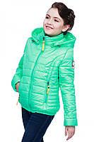 Очень красивая детская куртка с капюшоном.