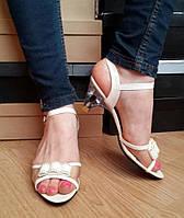 Женские босоножки на маленьком каблуке с бантиком Цвет белый. Состав эко кожа и силикон. ЮГ1258