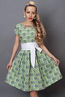 Качественное платье длиной по колено