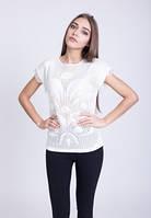 Молодежная женская футболка с бахромой.