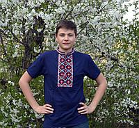Вышитая мужская футболка с красным орнаментом