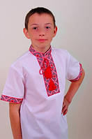 Красивая вышиванка для мальчика с коротким рукавом.