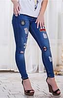 Стильные облегающие женские джинсы с нашивками и потертостями Турция