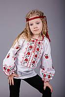 Нарядная вышиванка для девочки с красными розочками