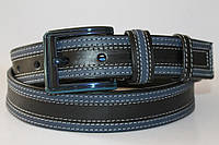 Ремень кожаный 40 мм  черный с синими вставками по всей длине пряжка хром синего цвета квадратная
