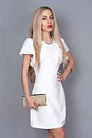 Красивое женское платье молочного цвета