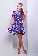 Летнее платье с рубашечным воротником и асимметричной расклешенной юбкой из штапеля цвета электрик в цветы