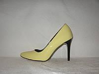 Туфли-лодочка женские стильные лаковые желтого цвета