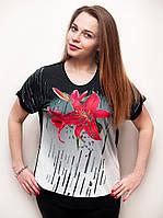 Оригинальная женская футболка с красной лилией.