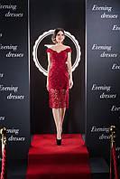 Кружевное вечернее платье с открытыми плечами