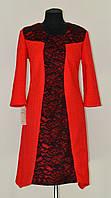 Красное платье с черной гипюровой вставкой