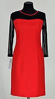 Яркое красное платье с длинным рукавом