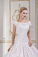 Шикарное свадебное платье А-силуэта с роскошным  шлейфом