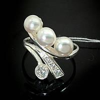Серебряное кольцо с искусственным жемчугом и фианитами