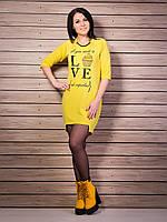 Модное платье с ярким рисунком, украшенным стразами