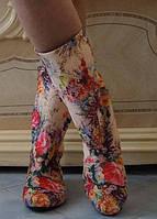 Трендовые демисезонные женские сапожки с цветочным принтом без застежки