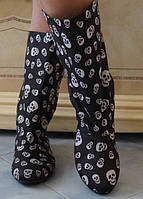 Черно-белые демисезонные женские сапожки с  принтом без застежки