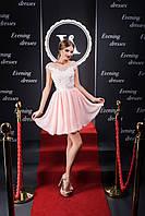 Ажурное короткое вечернее платье с нежной вышивкой и открытой спинкой