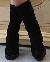 Замшевые демисезонные женские ботинки на танкетке и широком каблуке застежка молния