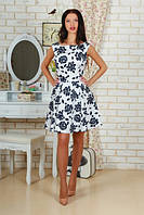Короткое приталенное женское платье в цветочек с расклешенной юбкой без рукавов коттон