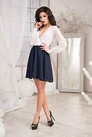Контрастное женское платье приталенного силуэта с гипюровым верхом и  расклешенным низом из креп шифона