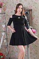 Платье стильной модели с четверным рукавом