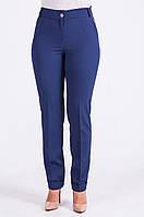 Стильные женские брюки синего цвета с манжетом.