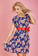 Молодежное платье с контрастным поясом красного цвета