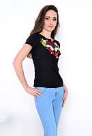 Женская футболка с разноцветной вышивкой в ромашки