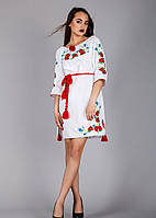 Женское вышитое платье на белом лене исполнено гладью
