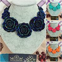 """Ожерелье """"Розали"""" нарядное с большими цветами."""
