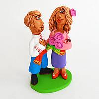 Глиняная статуэтка. Казак и казачка с букетом цветов. Украинский сувенир