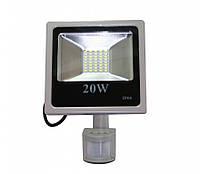 Прожектор светодиодный 20Вт с сумеречным датчиком и сенсором движения