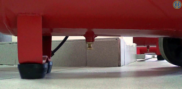 Поршневой компрессор Forte FL 50 (200 л/мин., ресивер 50 литров)