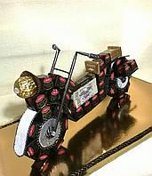 """Композиция из конфет для мальчика """"Мотоцикл"""" цвет бело-черный"""