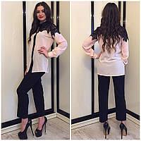 Женская блуза с нашивками кружева