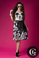 Женское платье до колен стильное на короткий рукав с принтом Мики черное с белым