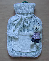 Вязаный чехол на грелку детский шерстяной белый с кармашком.