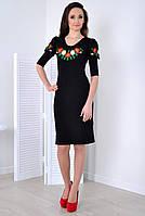 Стильное платье декорированное вышивкой