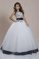 Свадебное платье с цветными элементами