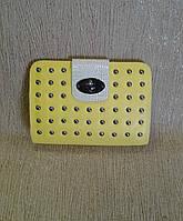 Клатч женский, желтый  с декоративными заклепками
