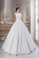 Изумительно волшебное свадебное платье А-силуэта с глубоким V-образным вырезом на спинке