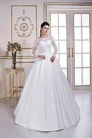 Шикарное свадебное платье, лиф которого расшит кружевом ручной работы и россыпью блестящих бусинок, со шлейфом