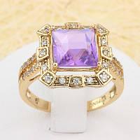002-1376 - Эффектный позолоченный перстень с пурпурным и прозрачными фианитами, 19 р.