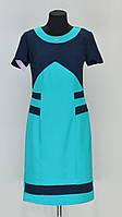 Женственное платье с маленьким украшение на горловине