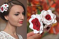 """Заколка с цветами """"Тройные красно-белые розы"""" из полимерной глины."""