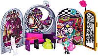 Игровой набор и кукла Рэйвен Квин Дорога в Страну Чудес Way Too Wonderland and Raven Queen Playset