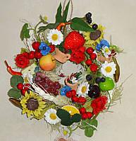 Венок на кухню с фруктами в украинском стиле