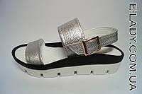 Стильные Босоножки серебристые на платформе без каблука из натуральной кожи